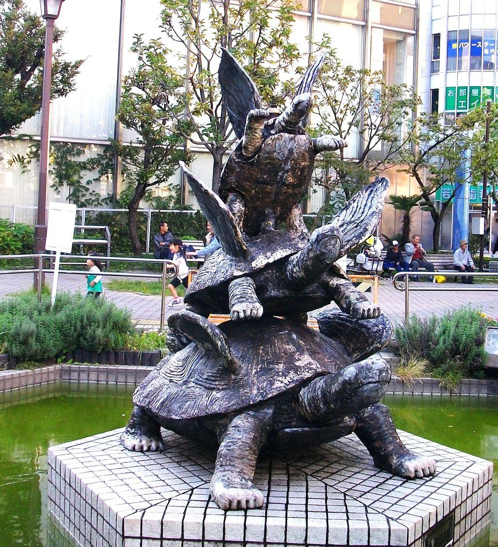 亀戸駅前 亀銅像