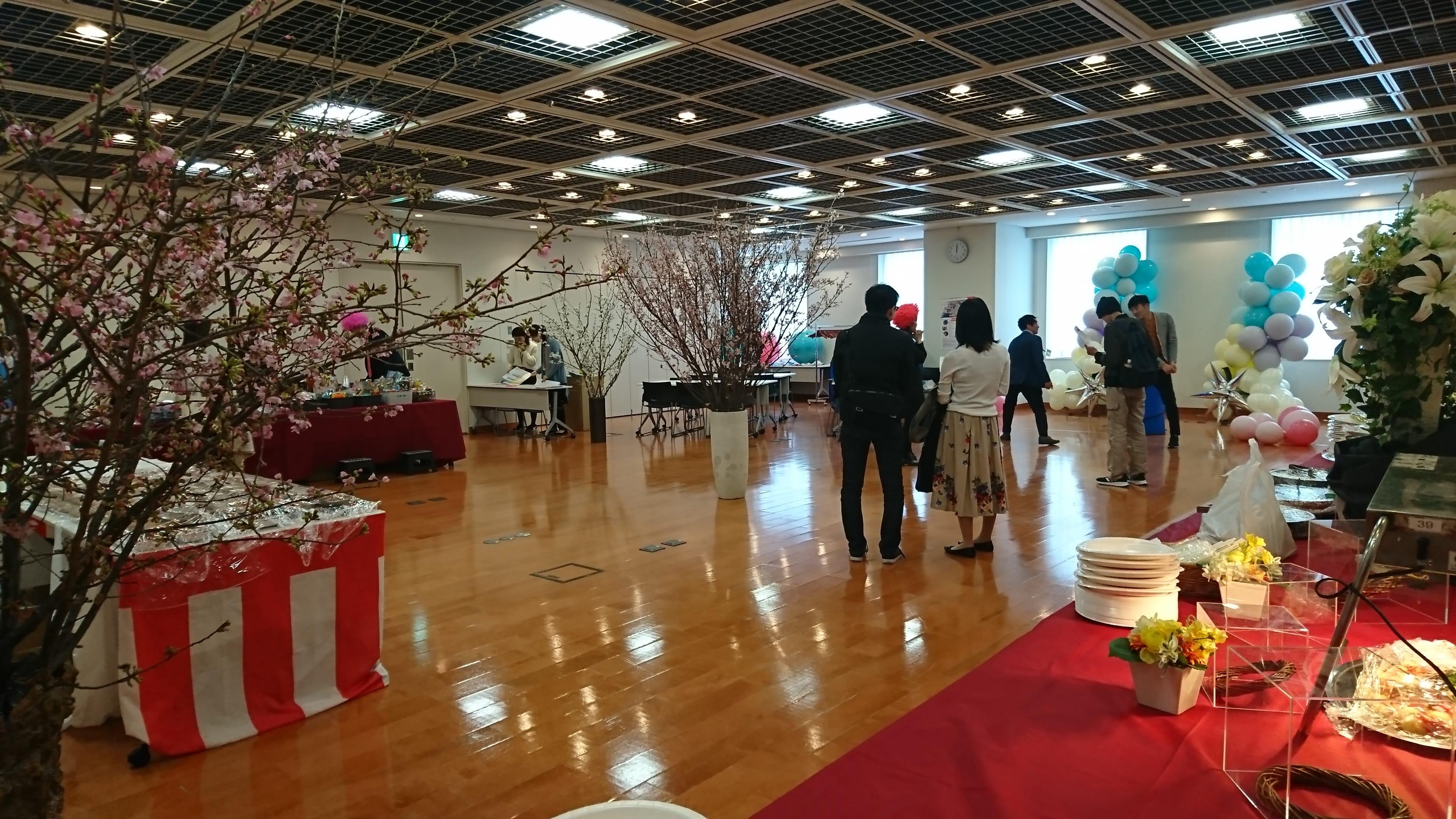3.室内と桜(準備中写真)-min
