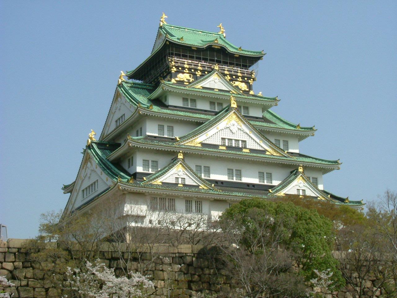 Osaka_Castle_Nishinomaru_Garden_April_2005
